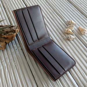 Leather wallet. Handmade in chestnut leather.